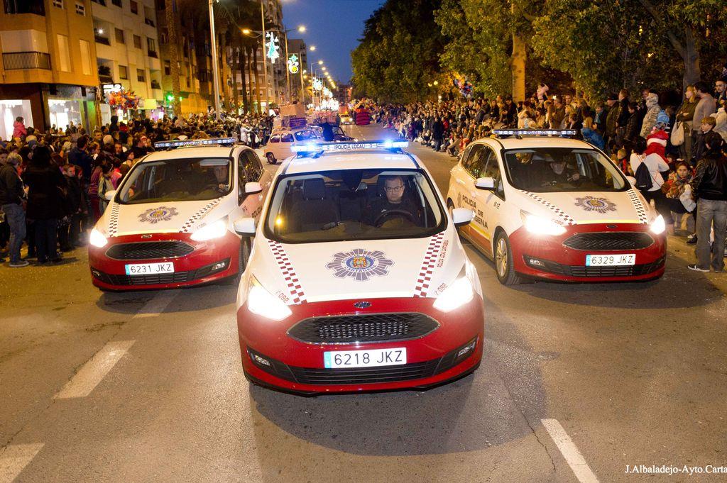 Vehículos de Policía Local al frente de la Cabalgata de Reyes