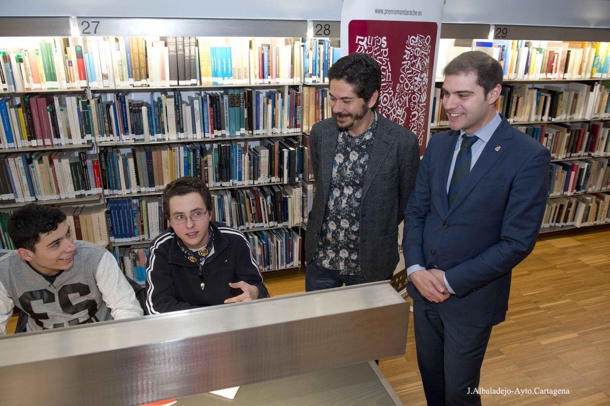 Encuentros de Juan Pablo Villalobos dentro del Premio Mandarache