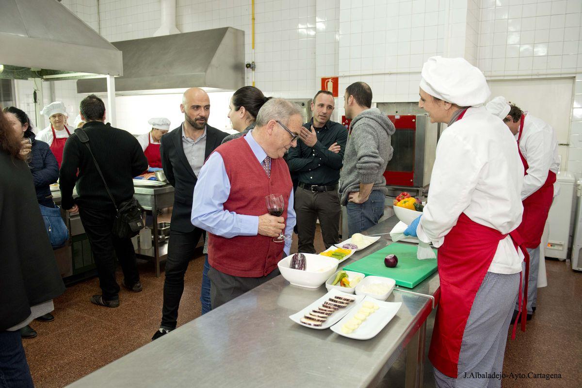 Los alumnos de Cocina y Restauración de la ADLE muestran sus ...