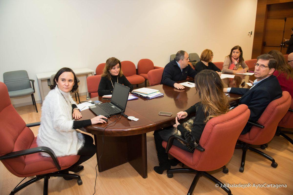 la mesa de contrataci n estudia las propuestas econ micas