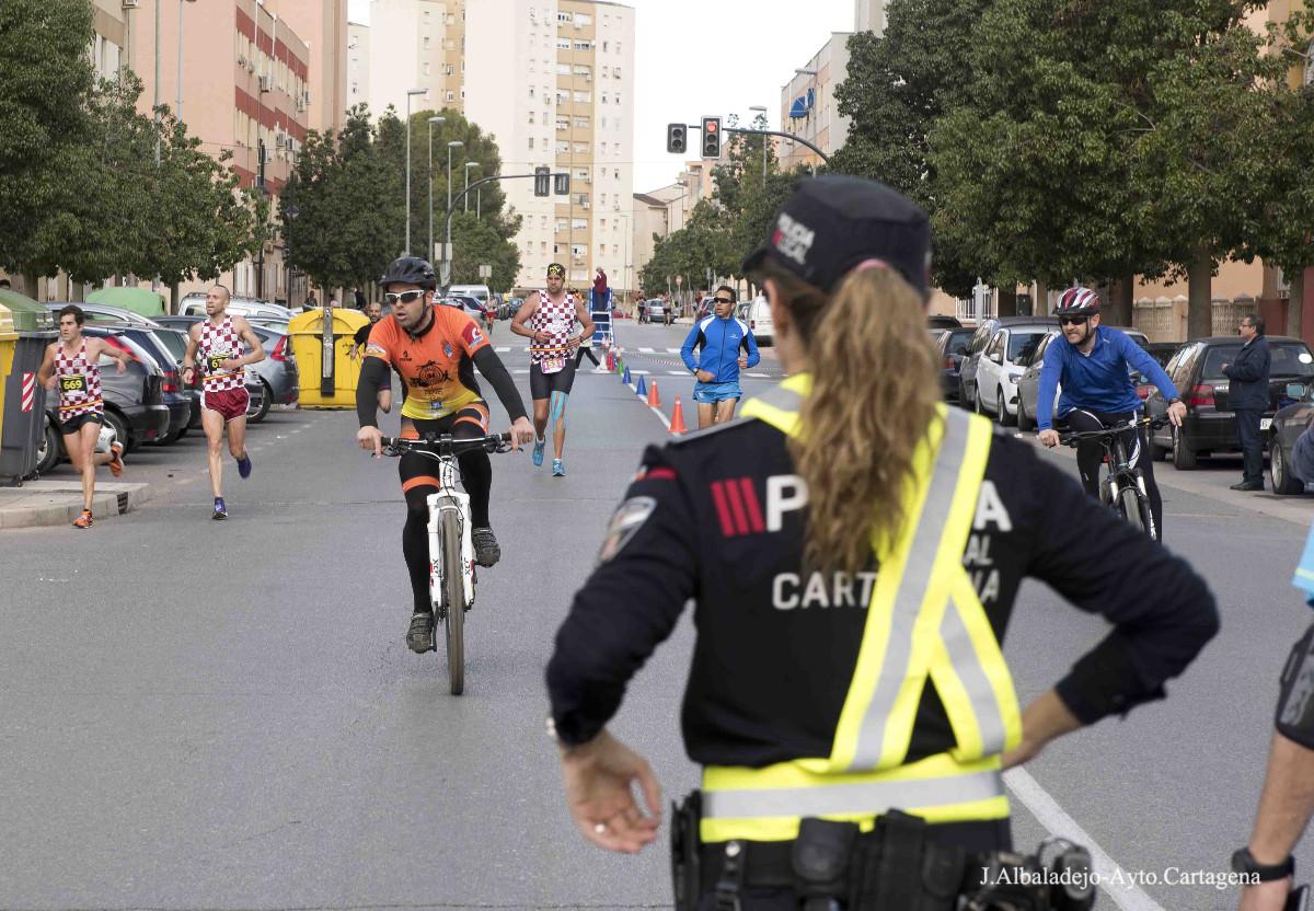 Policía Local velando por la seguridad en una carrera popular