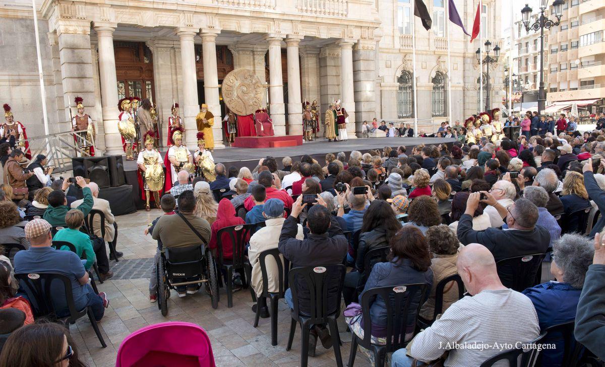 Lavatorio de Pilatos ante el Palacio Consistorial en la tarde del Miércoles Santo