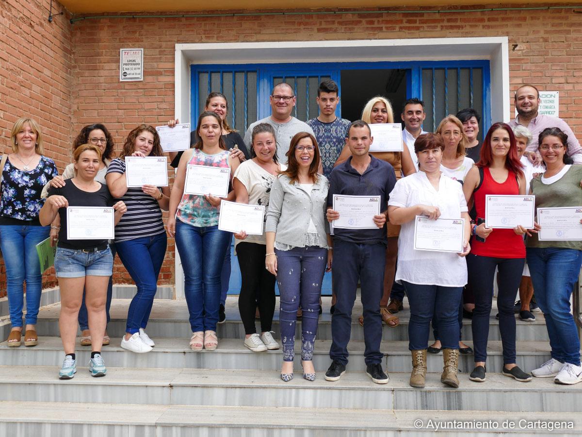 Entrega de diplomas a los alumnos del Programa Conecta de la ADLE en Santa Lucía