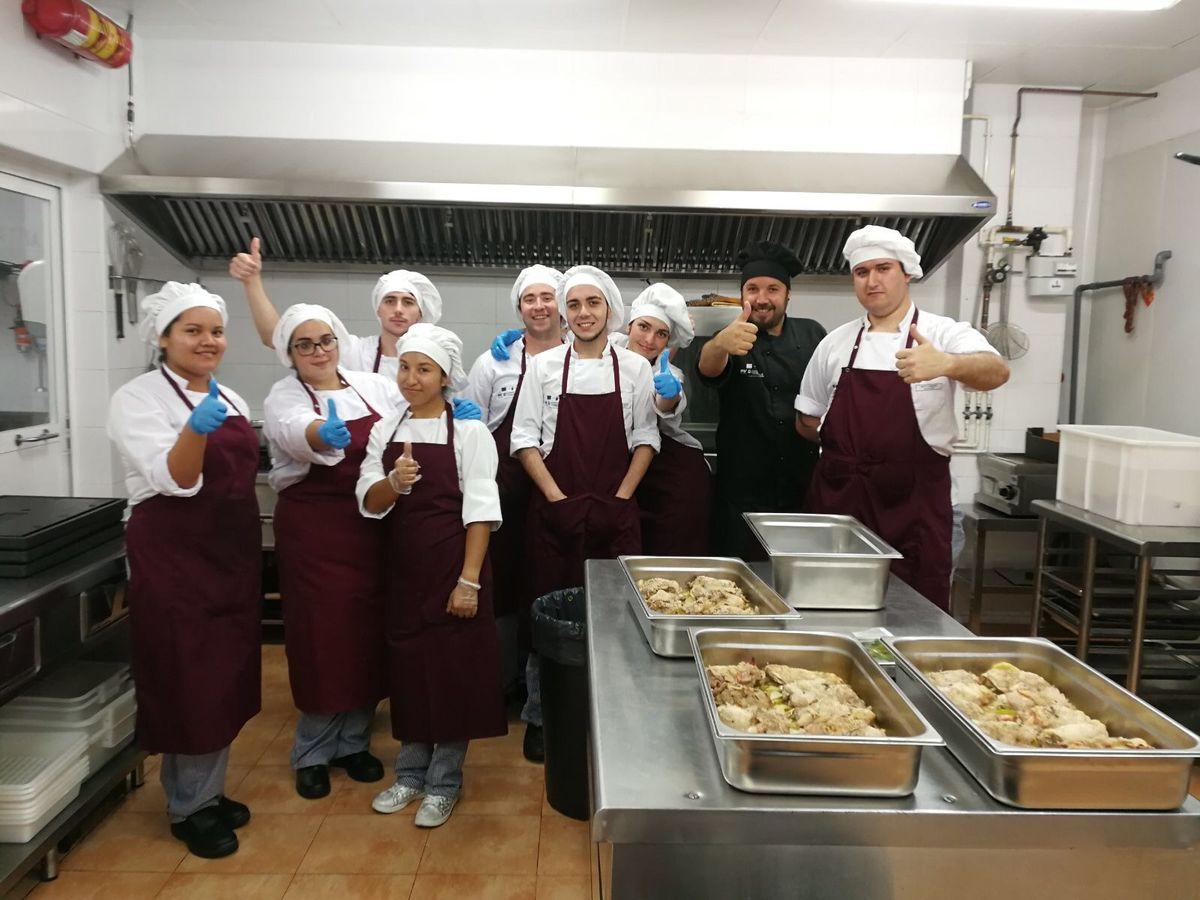 Alumnos delPrograma de la ADLE 'Tres Tenedores' comienzan la fase de trabajo en el Comedor Solidario Jesús Maestro y Pastor