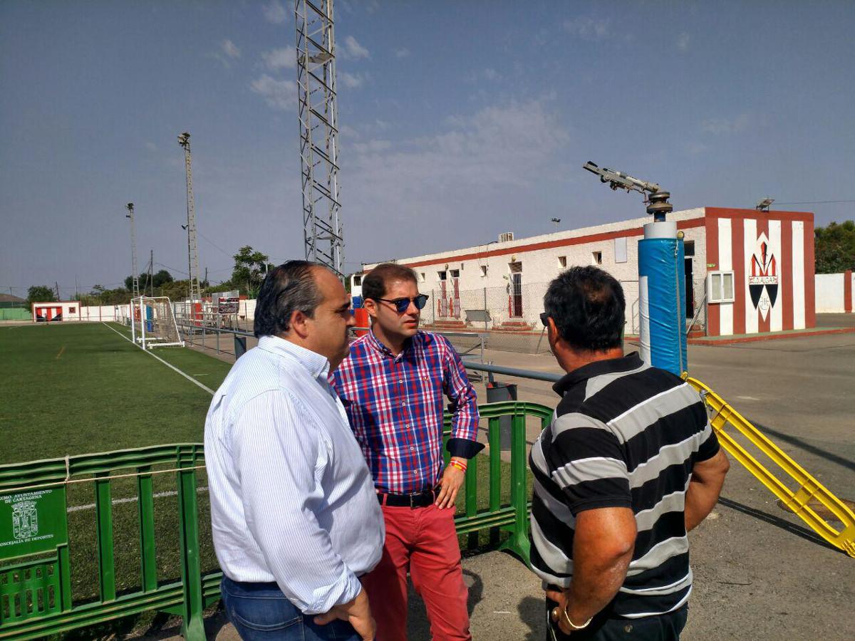 Visita de Ricardo Segado y Juan Pedro Torralba a los campos de fútbol de El Algar y Alumbres