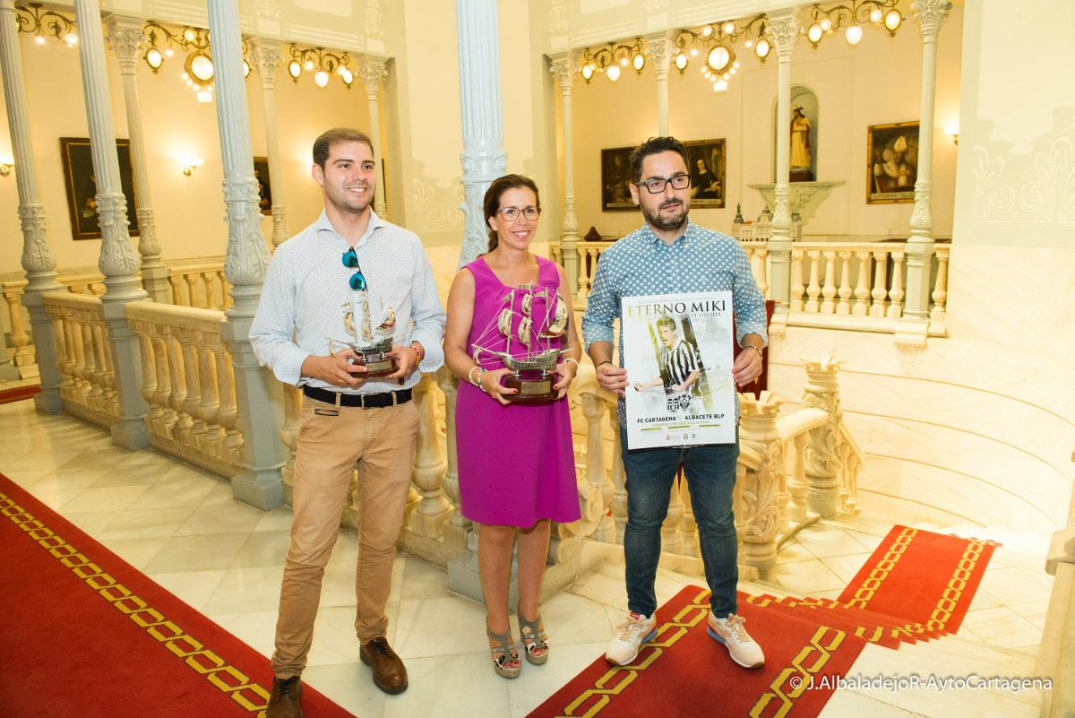 Presentación del XLVI Trofeo Carabela de Plata y homenaje a Miki Roqué