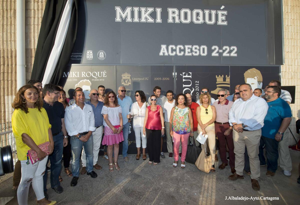 Homenaje a Miki Roqué en la puerta 2-22 del Estadio Municipal Cartagonova