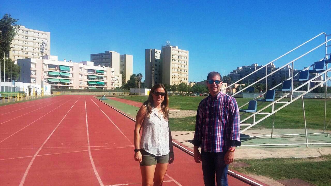 Visita del concejal de Deportes a la pista municipal de Atletismo