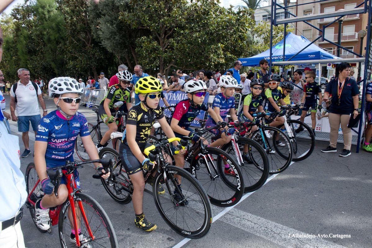 Las escuelas de ciclismo de la Región se exhiben en Cartagena