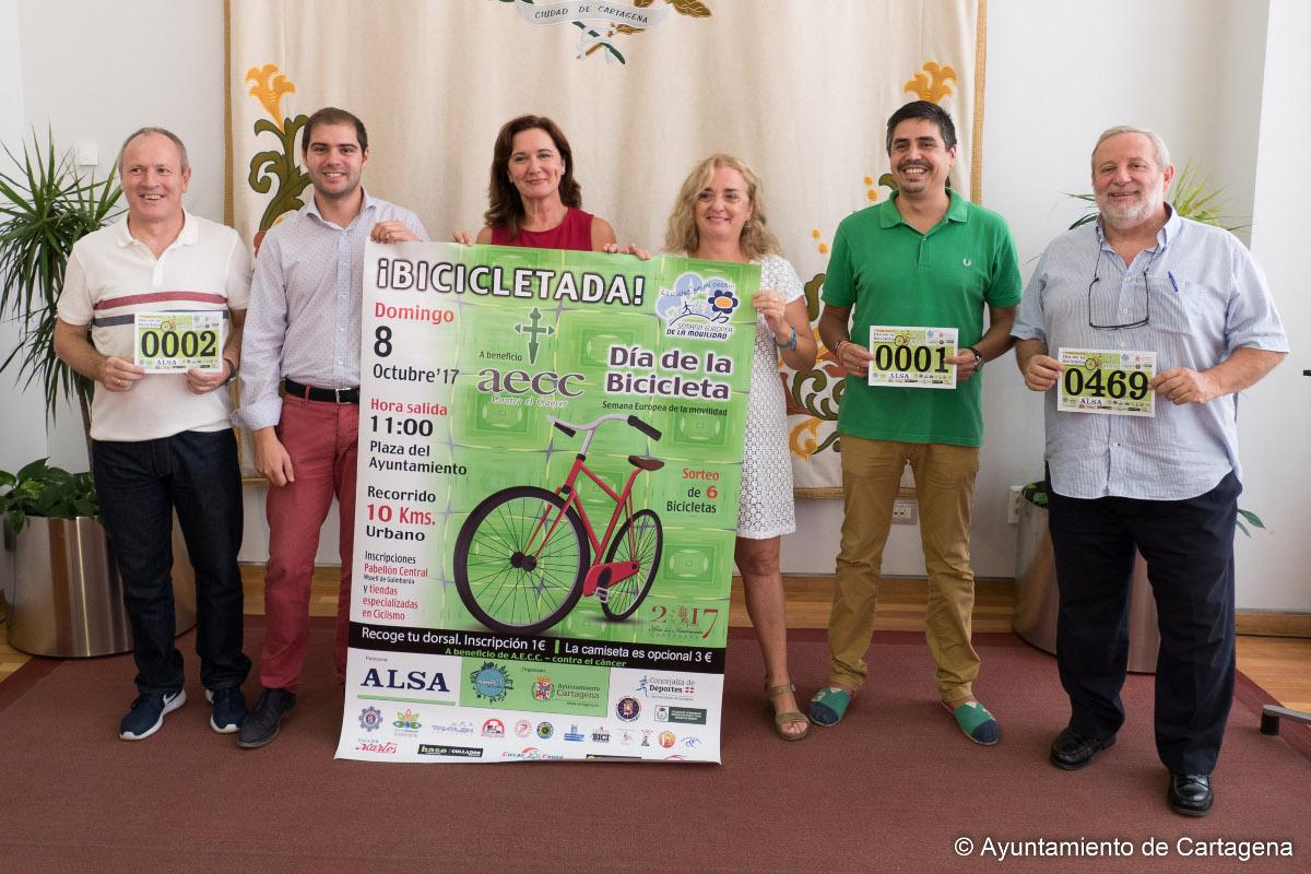Presentación de la Bicicletada a beneficio de la AECC