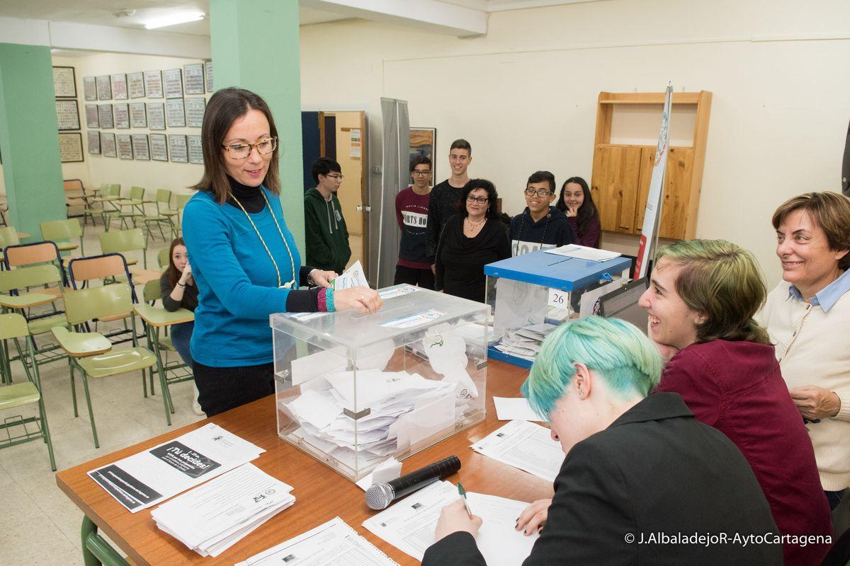 Jornada de votación de los Presupuestos Participativos en el IES San Isidoro de Los Dolores