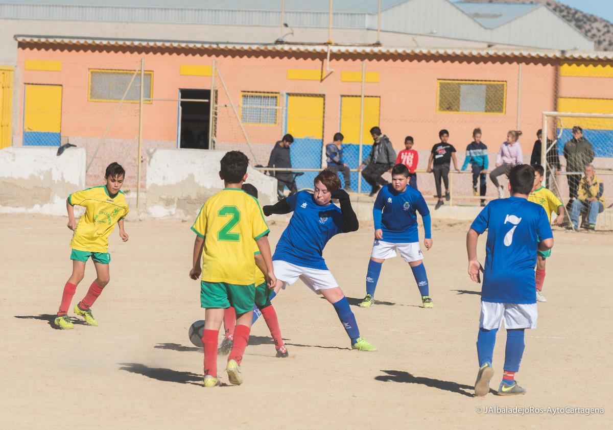 Jornada ocho de la Liga comarcal de fútbol base, encuentro entre CD Santiago y CD Minerva alevines