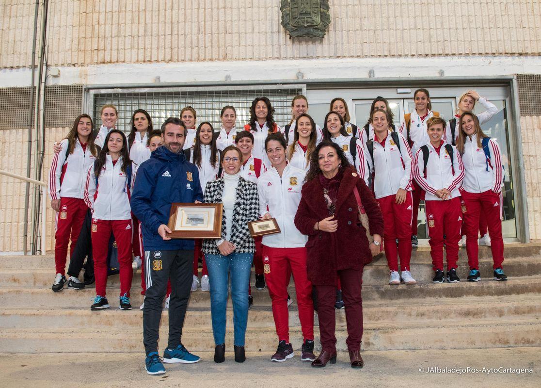 Entrenamiento en el Cartagonova de la selección española absoluta de fútbol femenino