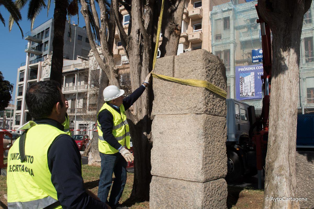 Retira el monolito de la IV División de Navarra de los jardines de la Muralla del Mar- Ley Memoria Historica