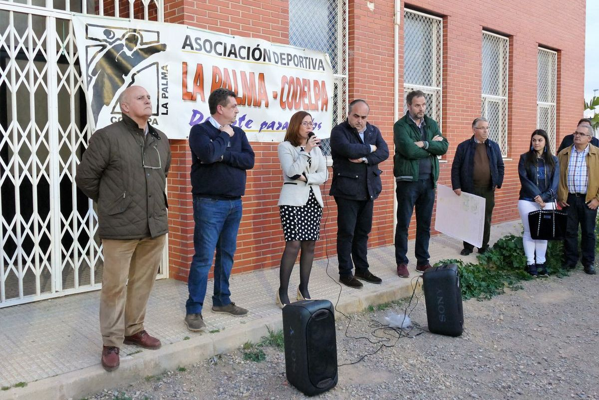 Visita de la alcaldesa al campo de fútbol de La Palma