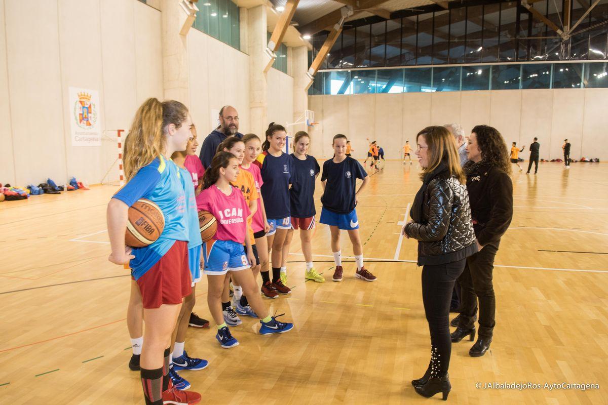 Visita de la alcaldesa a las instalaciones del Palacio de Deportes