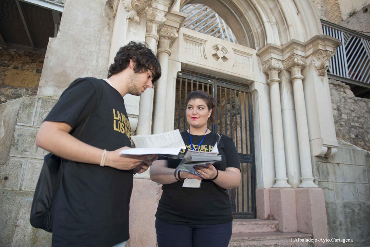 Jóvenes voluntarios de La Noche de Los Museos