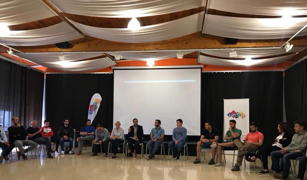 Reunión del concejal David Martínez con colectivos juveniles