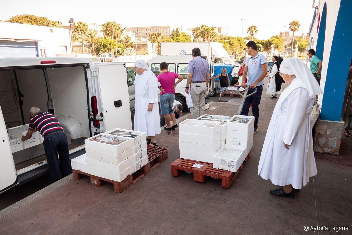 Nueve entidades benéficas de Cartagena reciben cerca de 900 kilos de pescado por el Día del Carmen