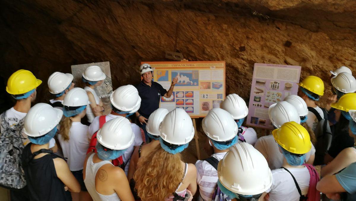 Campo de Voluntariado Juvenil 'Patrimonio Cultural, cosa de todos- Cueva Victoria