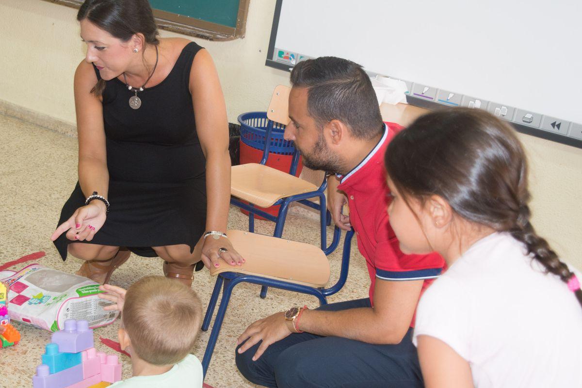 Visita a las escuelas de verano de conciliación del concejal de Educación y la directora general de Igualdad