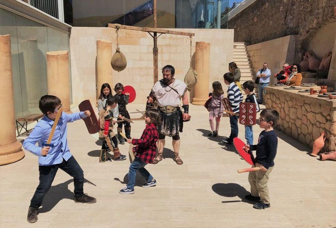 Puerto de Culturas, actividades para los niños de gladiadores