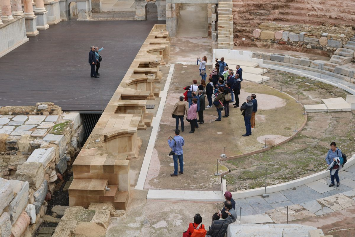 Visita al Teatro Romano. Foto de archivo