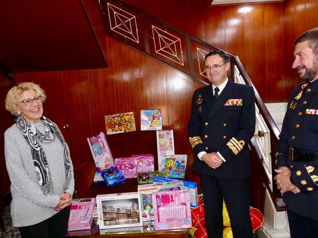 Apertura del punto de recogida de juguetes del Arsenal Militar