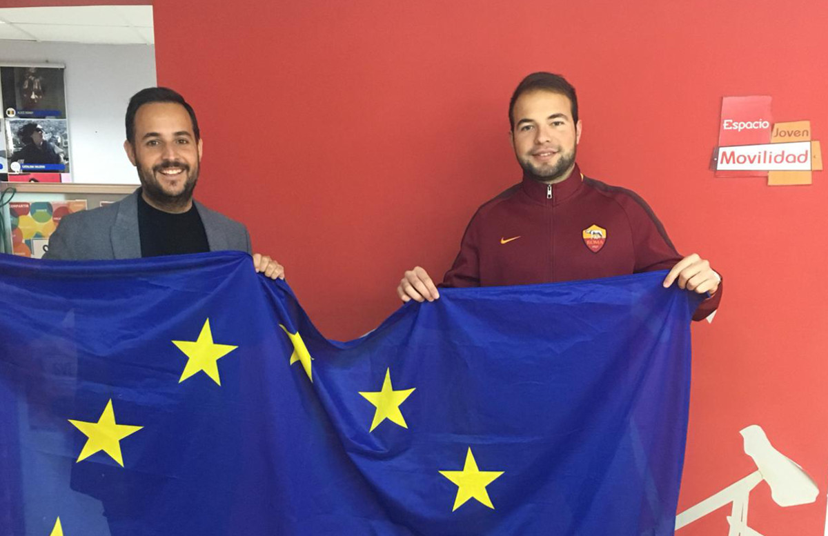 David Martinez y el joven Luis Gil de Sola, que se va a Suecia con el Programa de Voluntariado