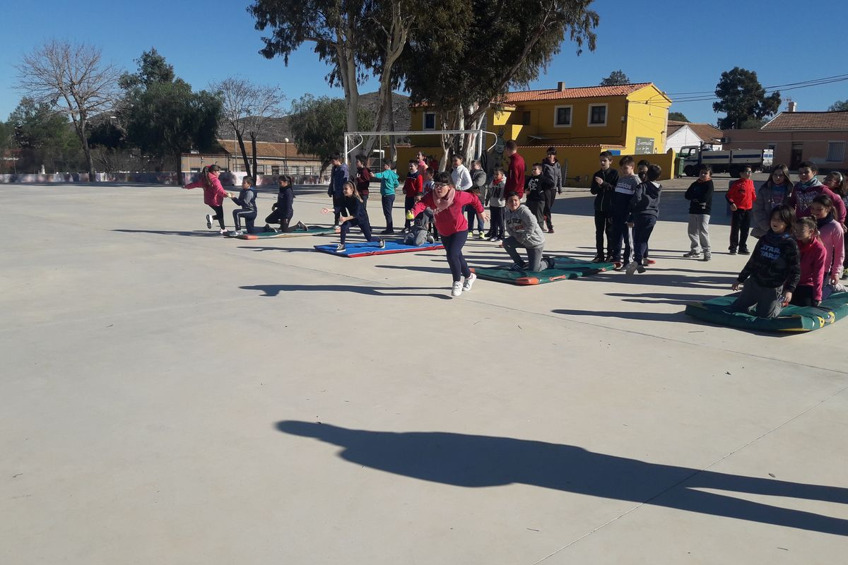 Atletismo en el colegio San Ginés de la Jara del Llano del Beal y el Estrecho