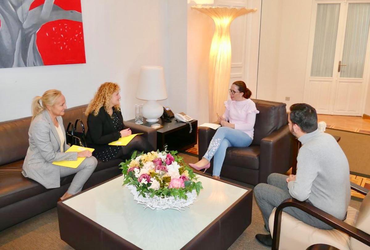 Reunión de la alcaldesa con representantes de la asociación ANPIEC