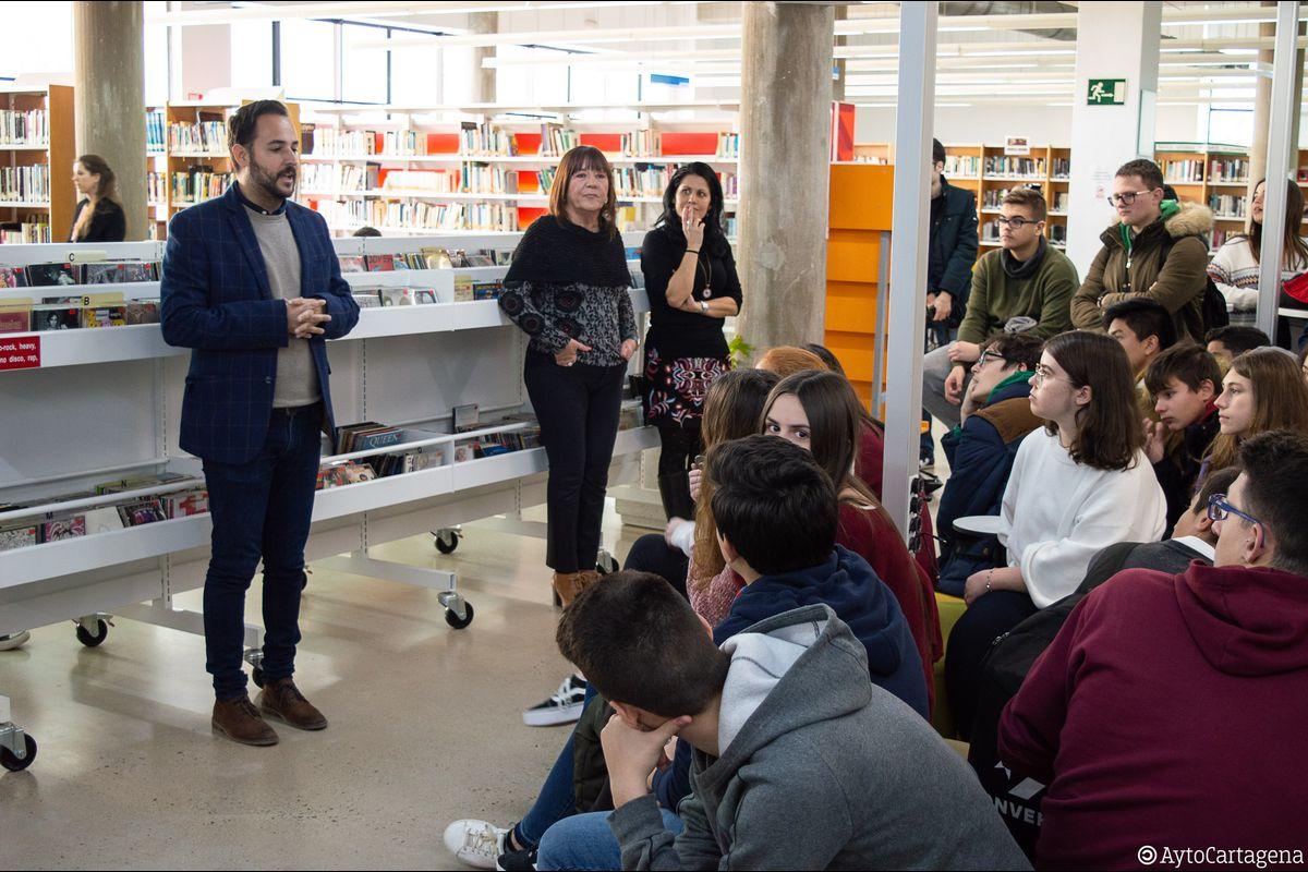 Inauguración zona juvenil Biblioteca Josefina Soria