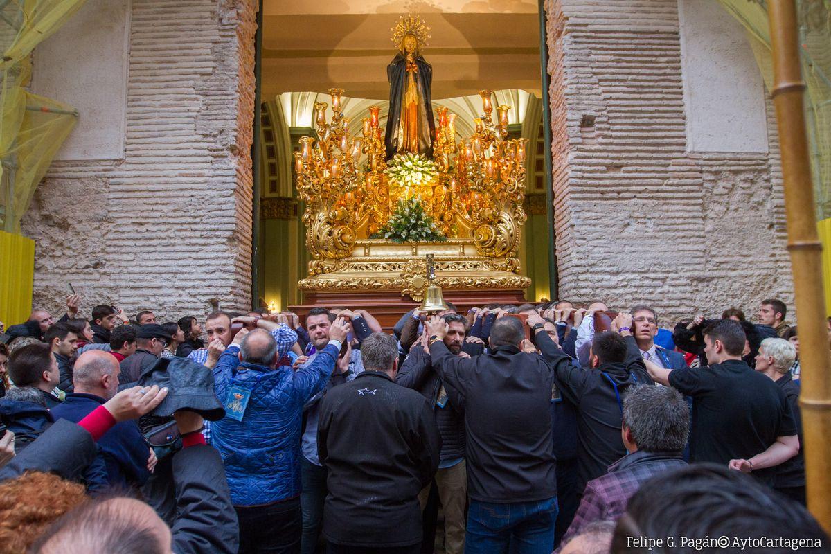 Salve bajo la lluvia la Virgen Marraja de la Sioledad de los Pobres
