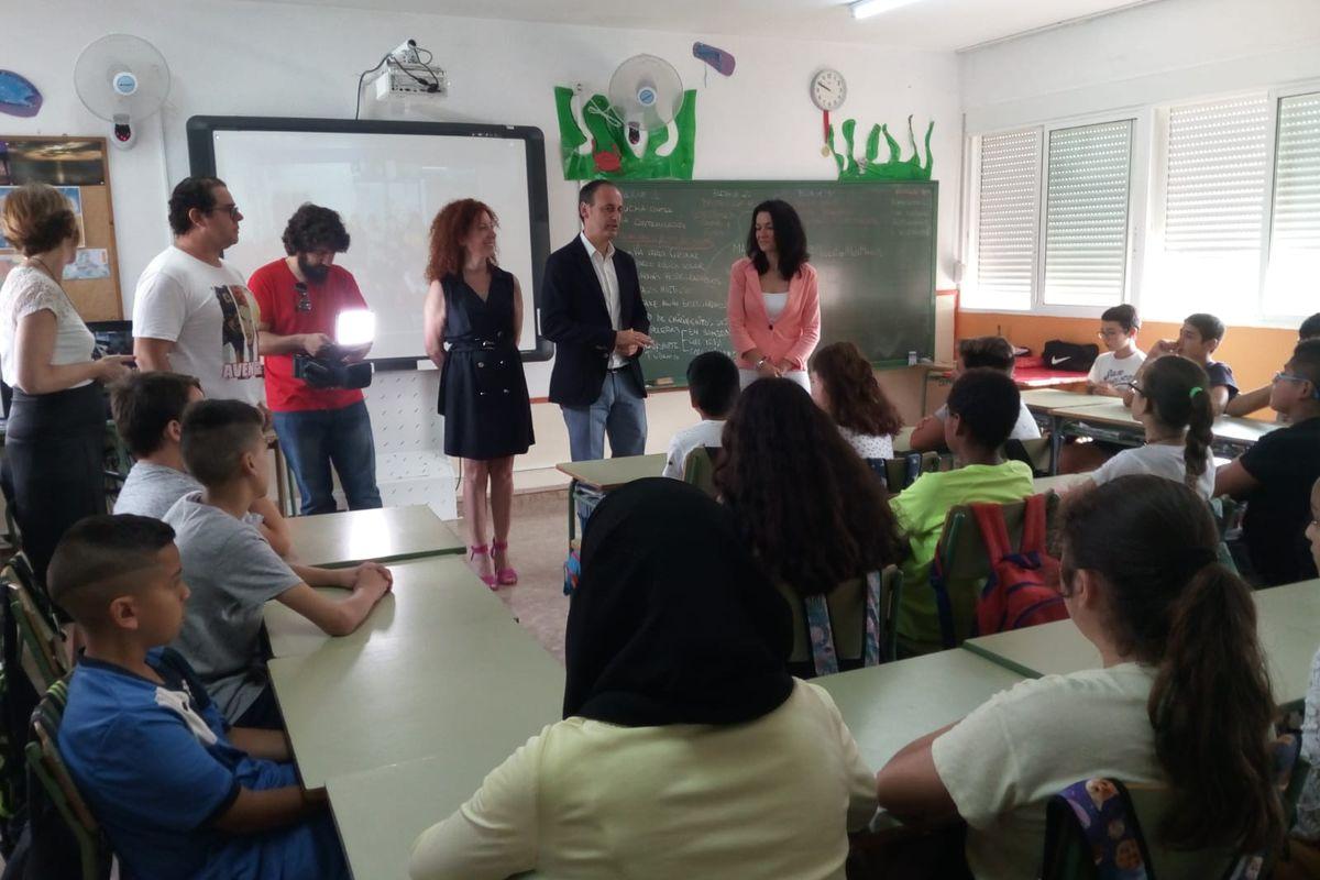 Visita al colegio La Asomada para conocer el proyecto de revitalización del Mar Menor