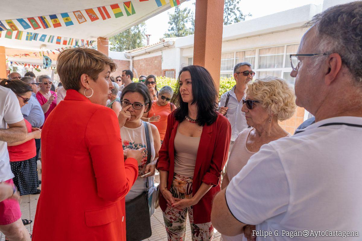 Noelia Arroyo y María Irene Ruiz en su visita al colegio de José María de la Puerta