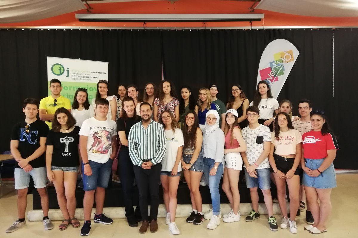 Entrega de los diplomas a los corresponsales juveniles en la clausura del Curso 2018-2019