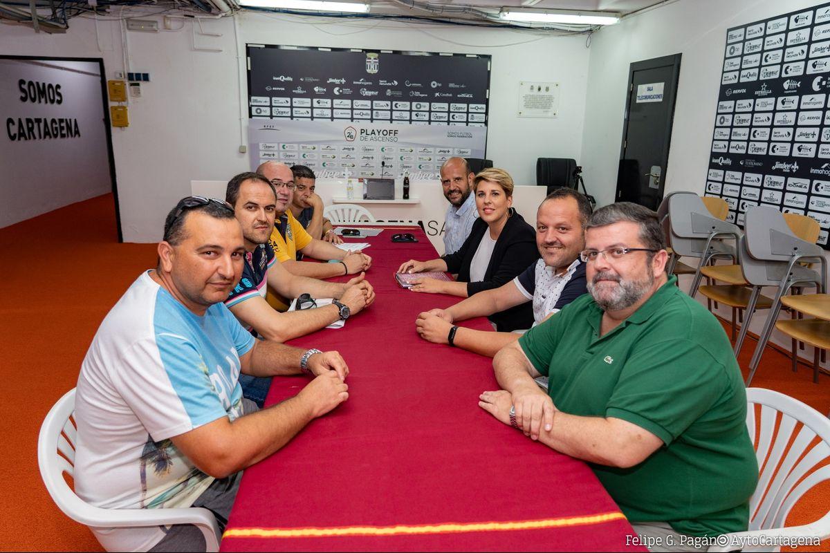 Reunión de la vicealcaldesa con la federación de peñas para apoyar la celebración del congreso nacional en Cartagena