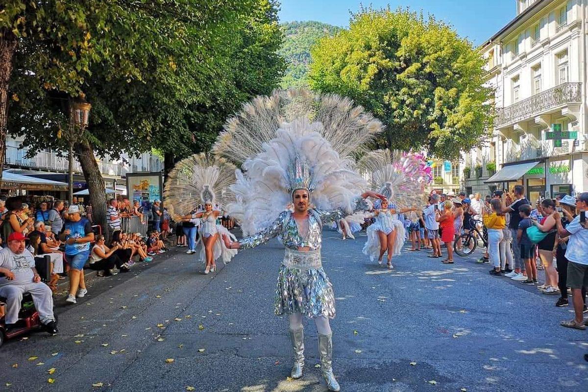 Comparsa Salgeiro en la Fiesta de las Flores de Francia