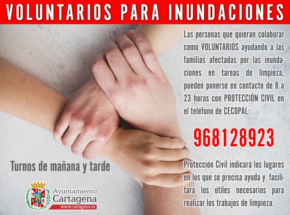 Voluntarios para limpiar las zonas afectadas por la gota fría en el municipio de Cartagena