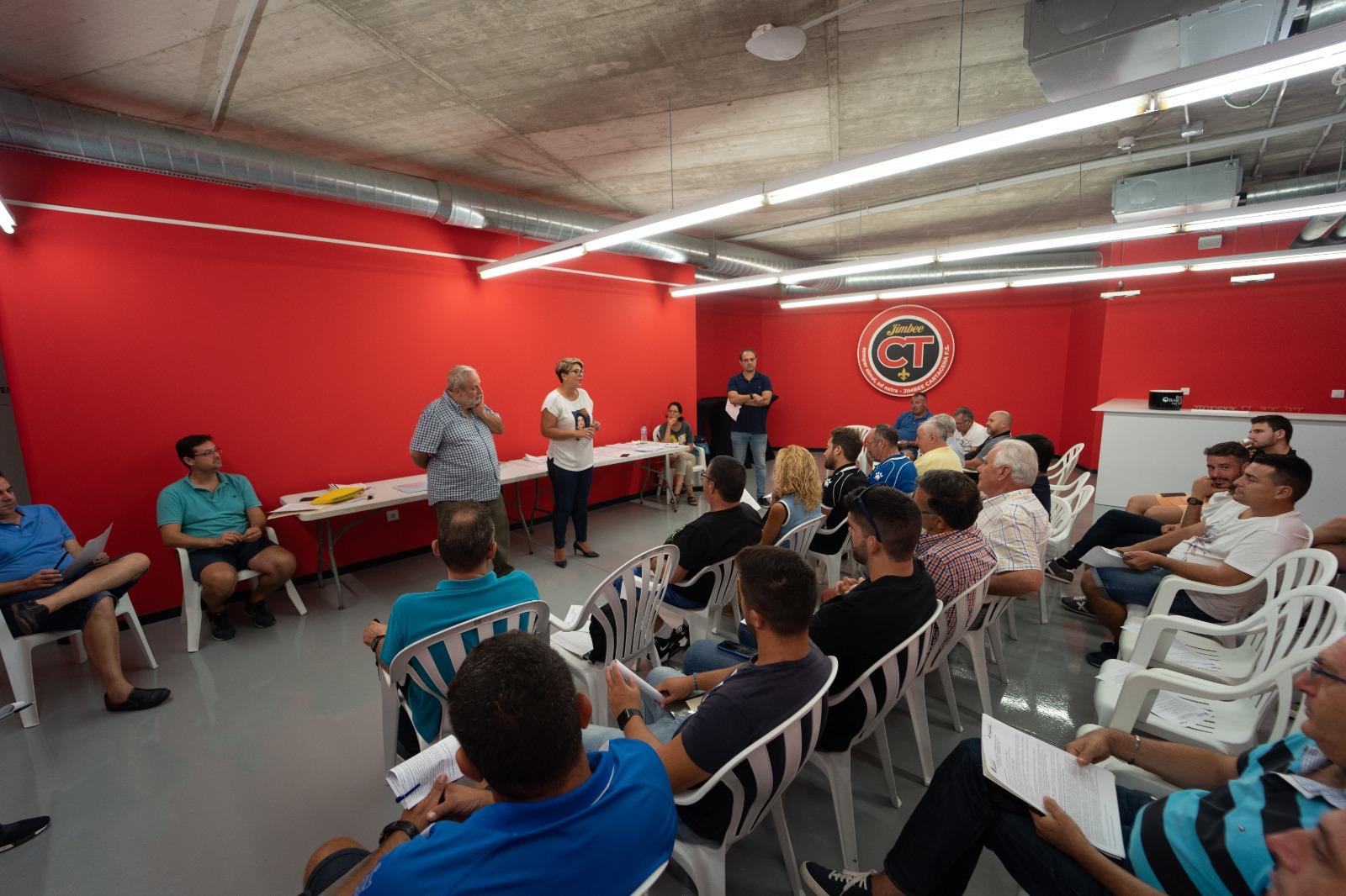 Reunión de Noelia Arroyo con los clubes de Fútbol Base y Aficionado