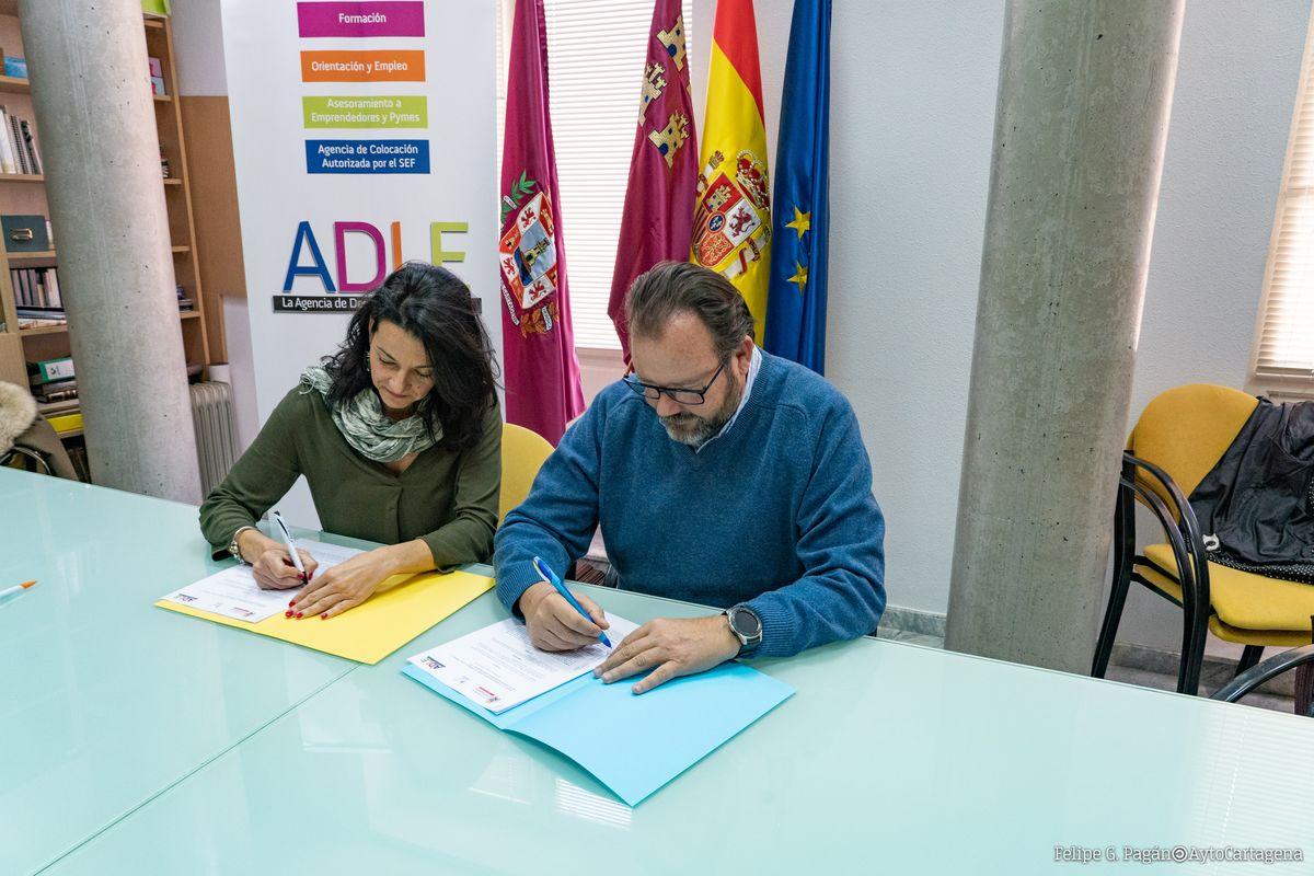Firma convenio ISOL y ADLE