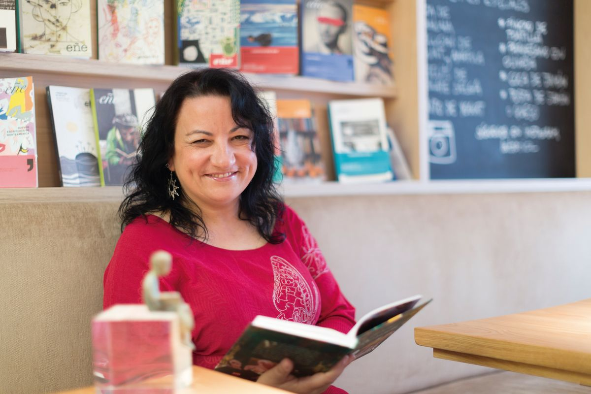 Premio Hache autora Llanos Campos novela 'La reina negra'