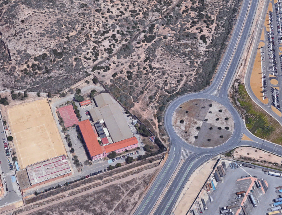 Terrenos colindantes a los dos institutos que han sido cedidos por el Ayuntamiento para su remodelación y ampliación