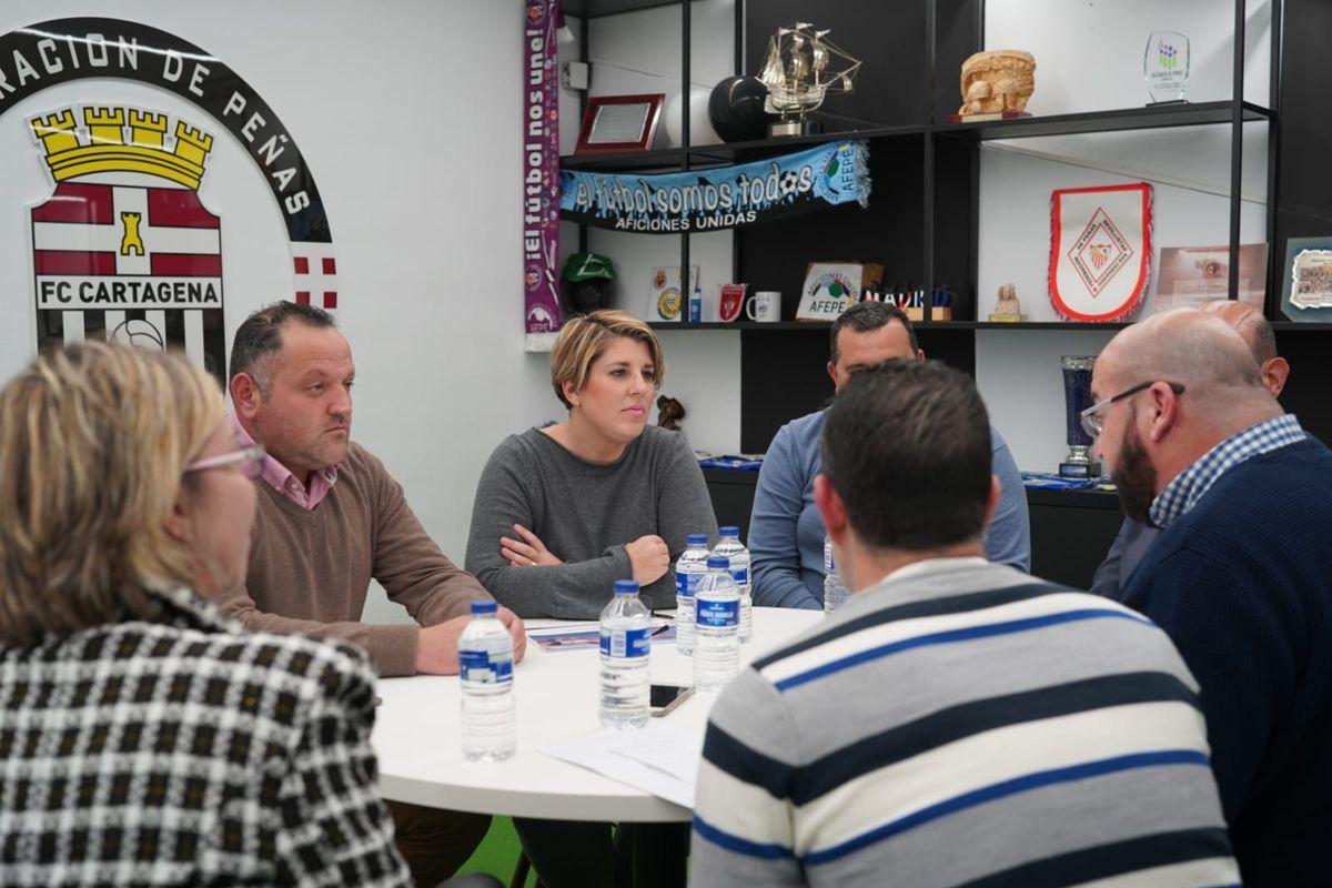 Ayuntamiento y peñas analizan las necesidades y oportunidades del congreso Aficiones Unidas
