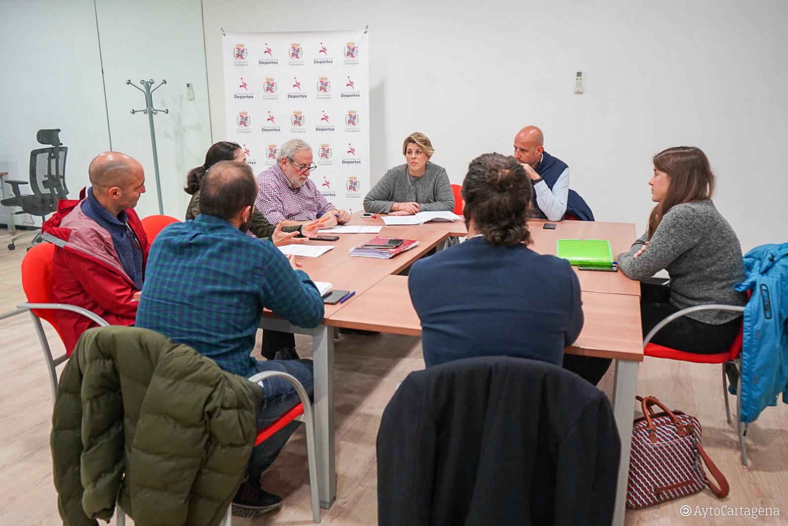 Reunión de trabajo con clubes y regatistas para el diseño de la Escuela Municipal de Náutica