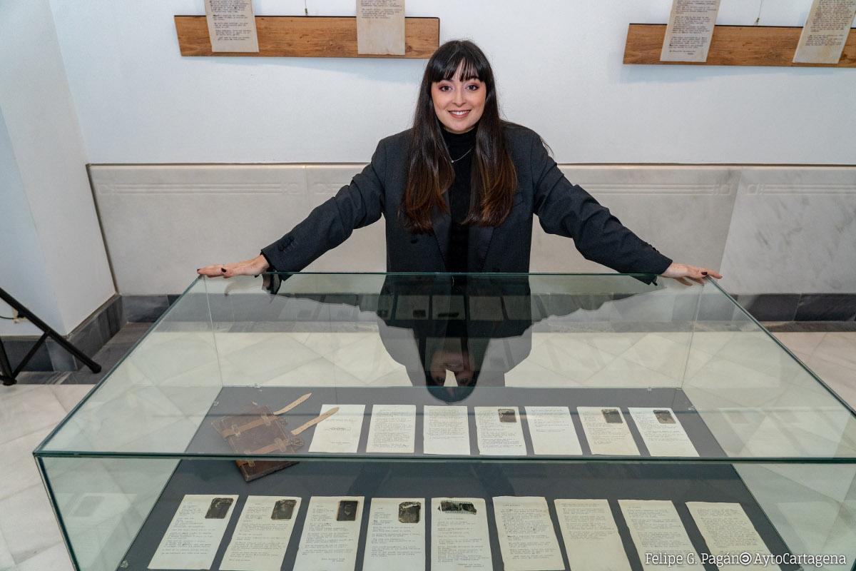Inauguración de la exposición La cueva del fotógrafo: Identidad infinita, de María Garberí