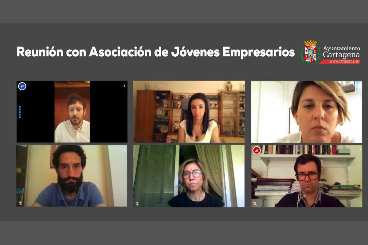 Reunión del Gobierno municipal con los representantes de AJE