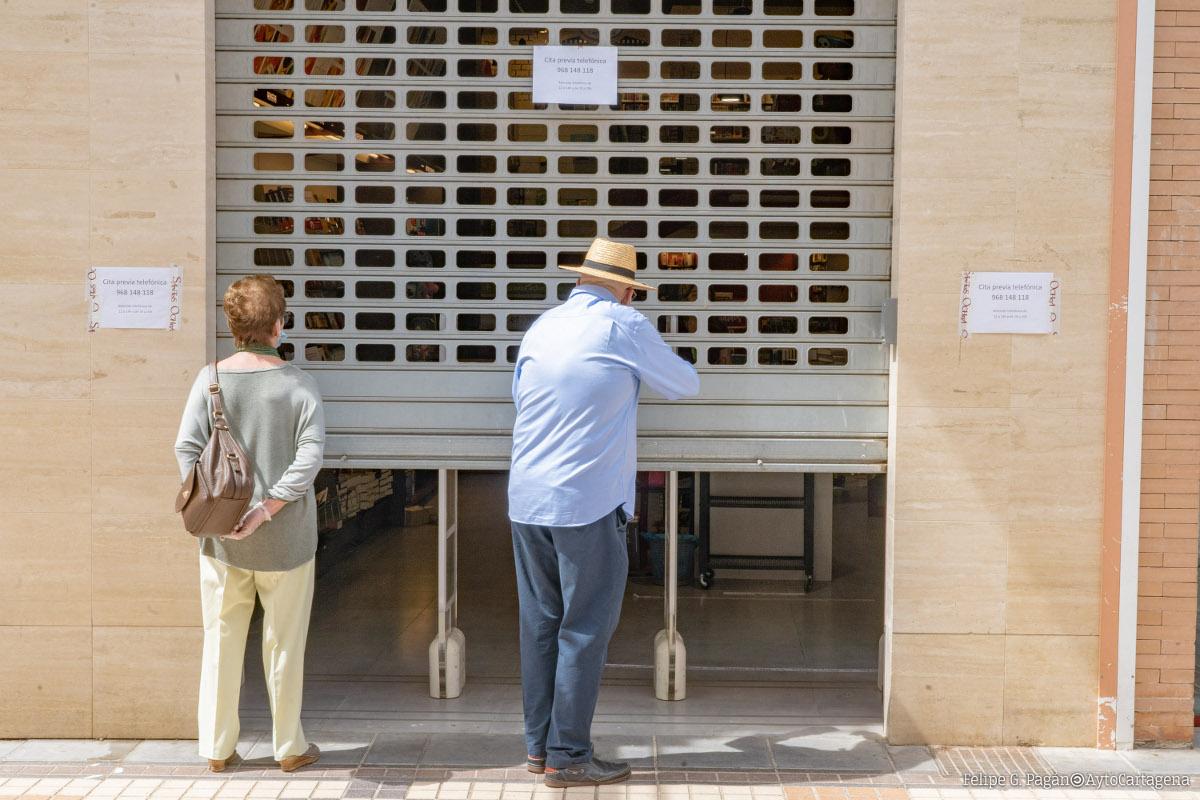 Los comercios de Cartagena empiezan a abrir la persiana