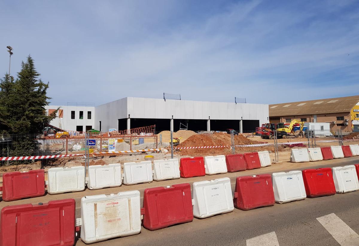 Nuevo supermercado que se está construyendo en el Polígono Residencial de Santa Ana