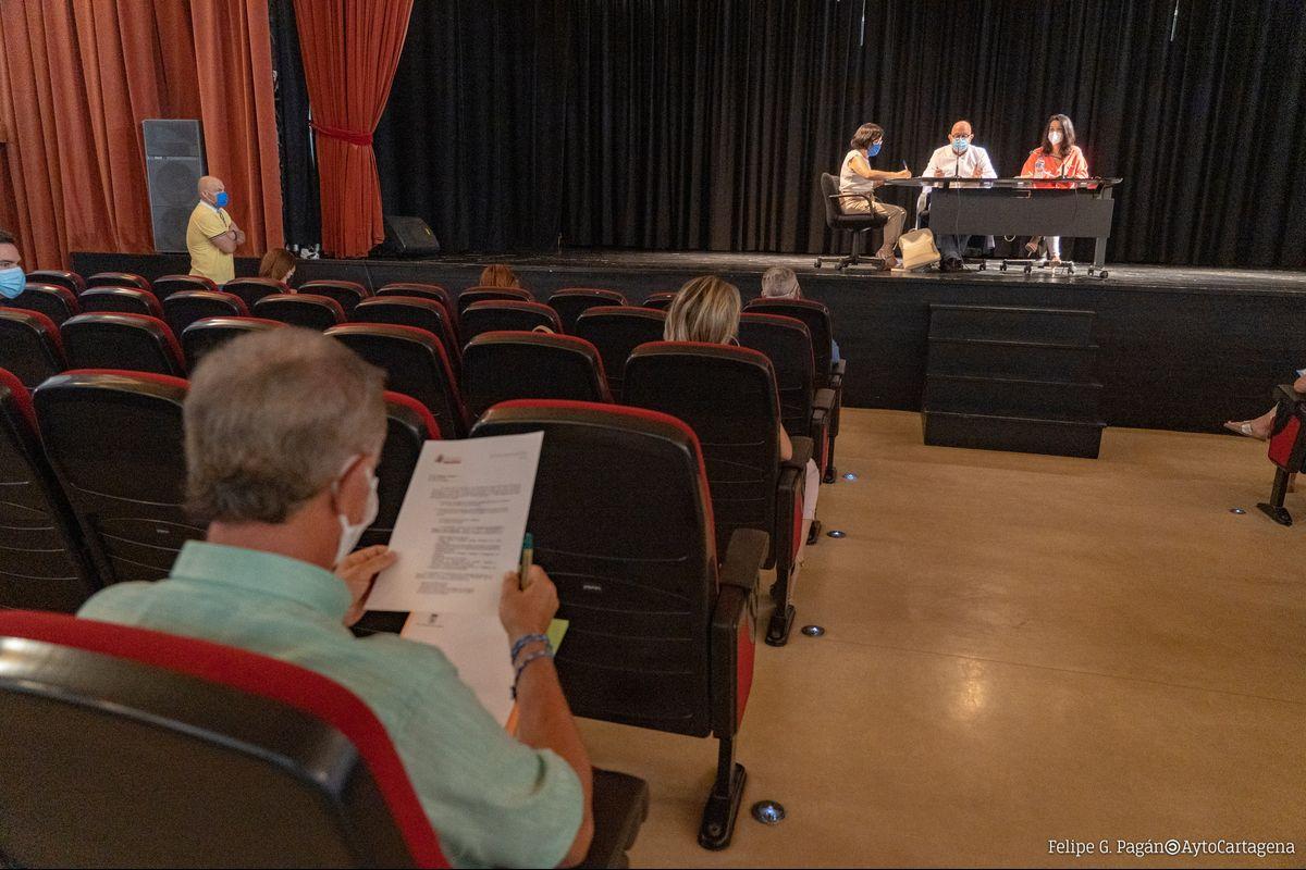 Reunión del Consejo de Comercio en el Centro Cultural Ramón Alonso Luzzy
